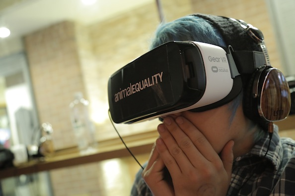 A Sundance attendee watches the iAnimal video, during which they can move around and get a 360° view of a slaughterhouse.